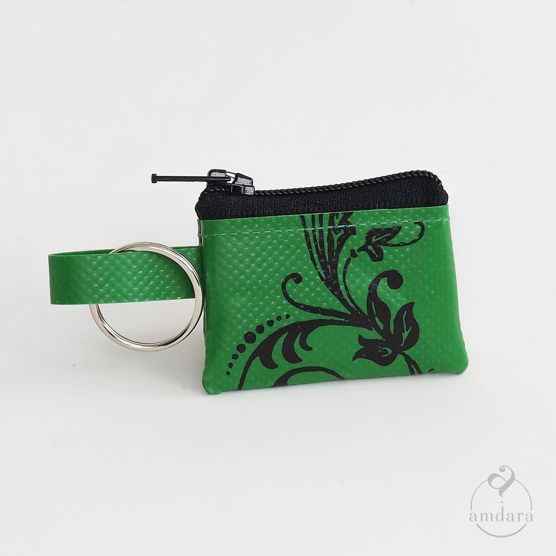 Münzanhänger Mini, Mini Portmonee aus Blache, Ornament auf grün