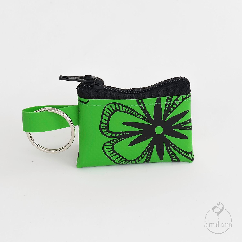 Münzanhänger Mini, Mini Portmonee aus Blache, Blumen auf hellgrün