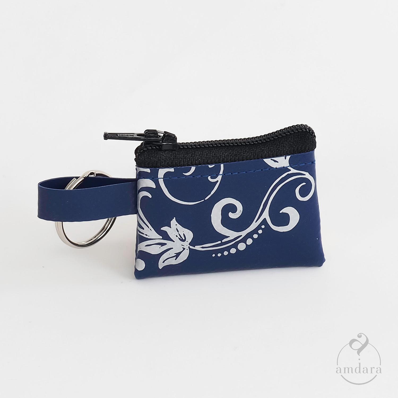 Münzanhänger Mini, Mini Portmonee aus Blache, Ornament auf marineblau