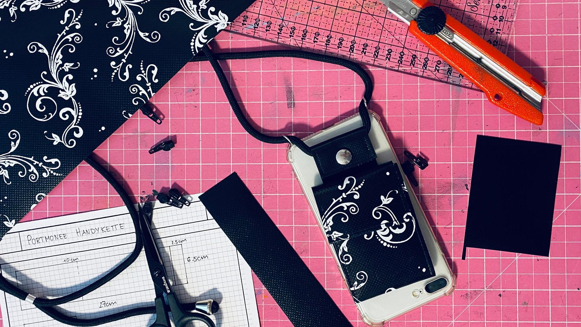 Portmonee Handykette aus Blache Smartphone Kette mit Bändel